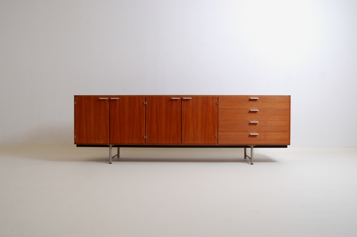 pastoe-credenza-sideboard-lowboard-fifties-braakman-design-dutch-fifties-teak-furniture-1